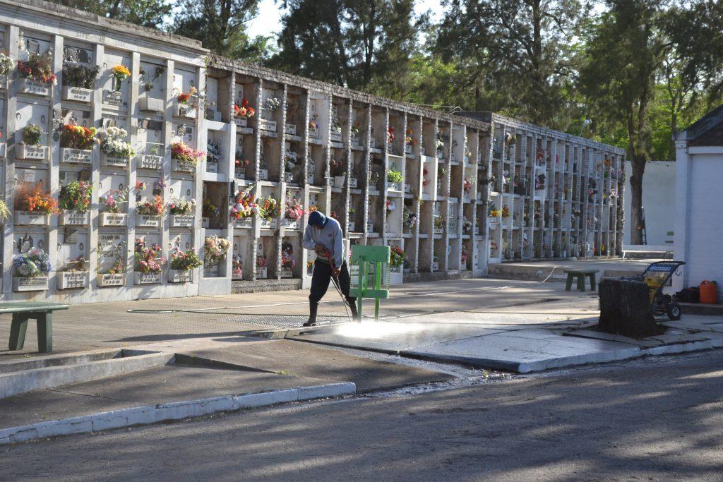 preparativos-en-cementerios-por-el-2-de-noviembre